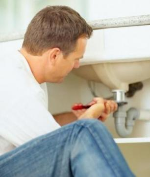 Plumber in Deesoto Texas replaces a drain sink line